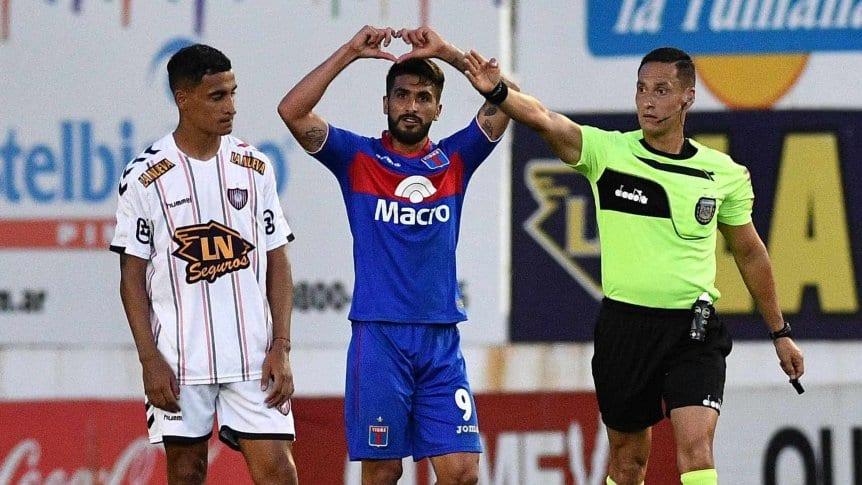 Tigre goleó a Chacarita por 3 a 0 en San Martín. Graves incidentes fuera del estadio.