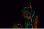 """Mara V y su """"I don't believe this"""": oscuridad llena de colores en el cuerpo."""