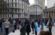 Militantes anticuarentena protestaron en Plaza de Mayo con violentos mensajes contra el Gobierno