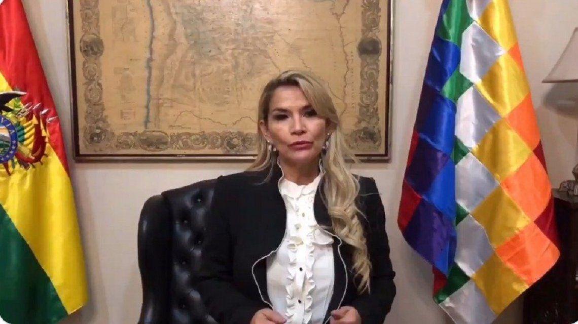 Bolivia: Jeanine Áñez anunció que tiene coronavirus