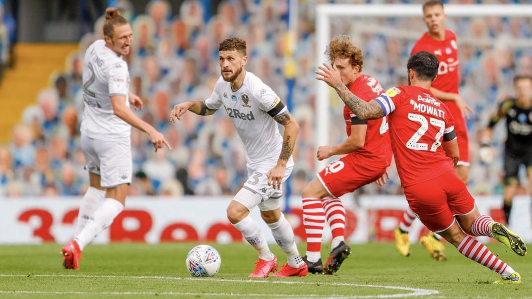 Leeds ganó con lo justo y con un punto más es de Premier otra vez.