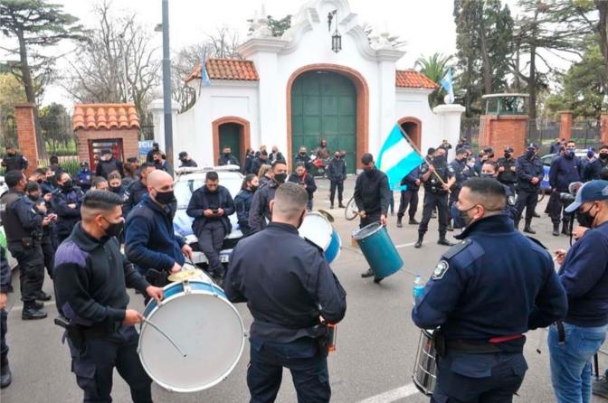 La protesta se transformó en una amenaza real al normal funcionamiento del Estado y de la democracia