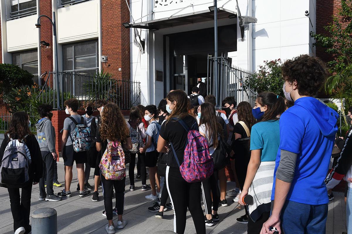 Ningún país dejó las escuelas abiertas con los casos de CABA